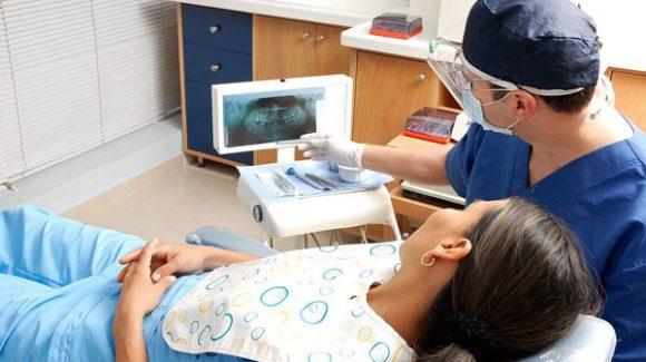 ¿Existe una edad límite para someterse a un tratamiento de implantes dentales?