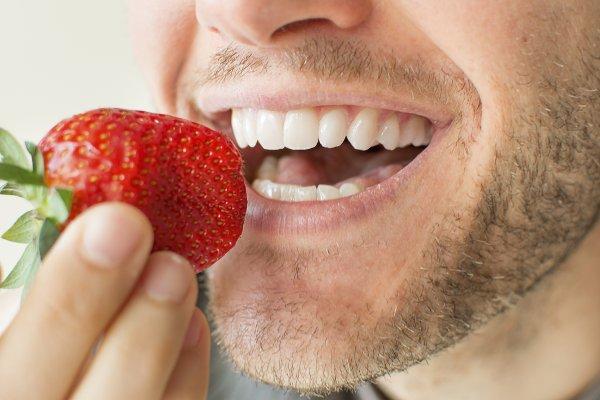 Cómo es el tratamiento en implantes dentales