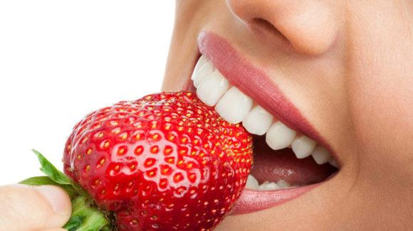 ¿Qué alimentos perjudican tu salud bucodental?